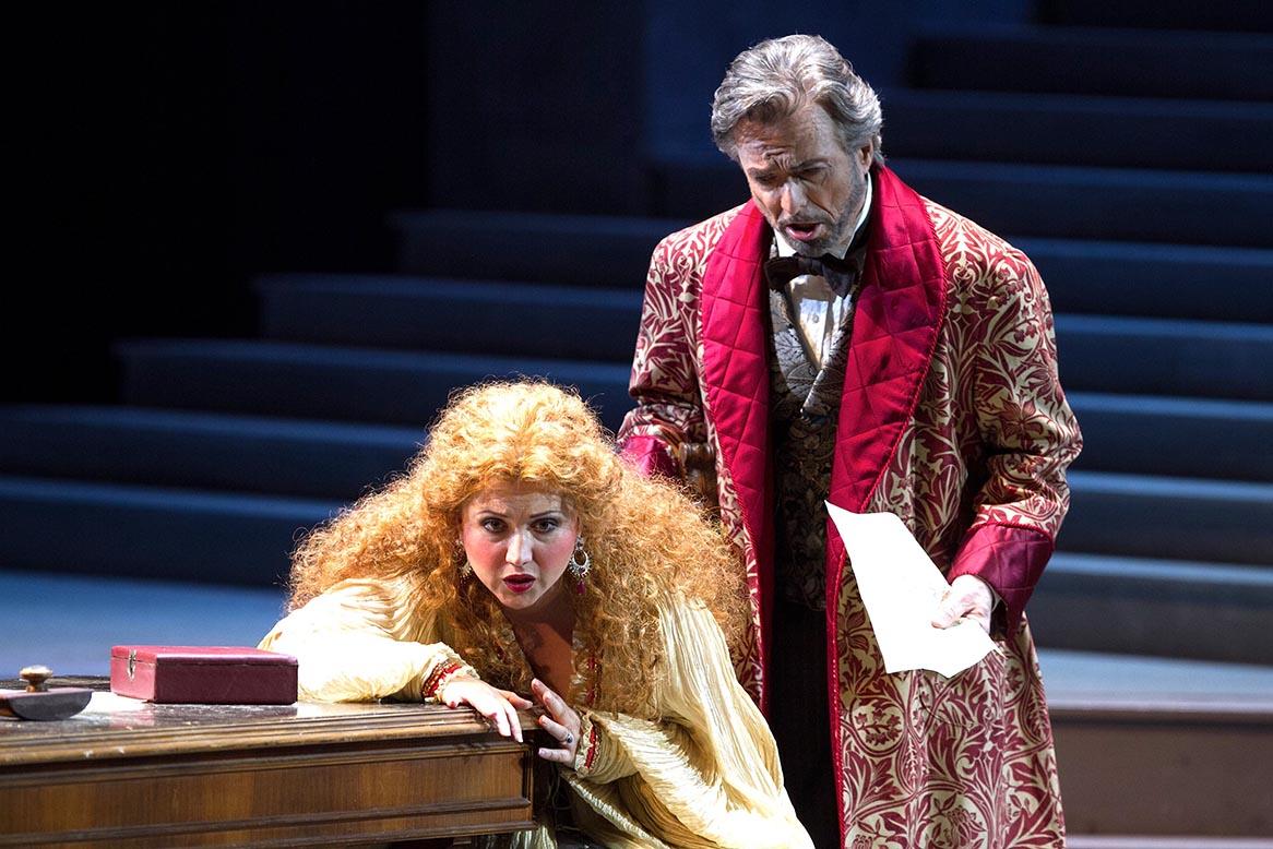Lucia (Desirée Rancatore) ed Enrico (Stefano Antonucci)