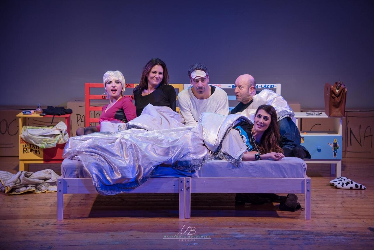 """Roma, Teatro Tirso: sulla musica dei Police arriva lo spettacolo """"Uno di troppo, il tesoro di mamma"""""""