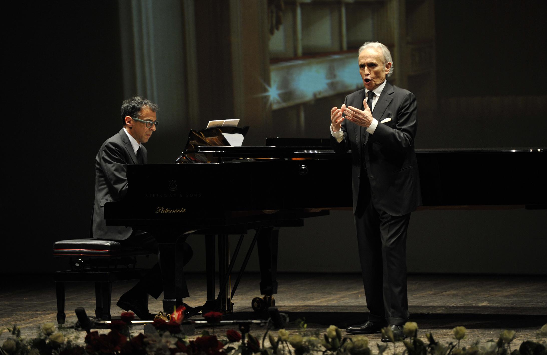 José Carreras in concerto al Teatro del Giglio, al pf Lorenzo Bavaj (Foto Alcide, Lucca)