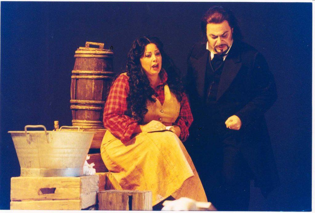 La fanciulla del West a Lucca nel 2001. Carmelo Corrado Caruso (Jack Rance), Kathleen McCalla )Minnie).