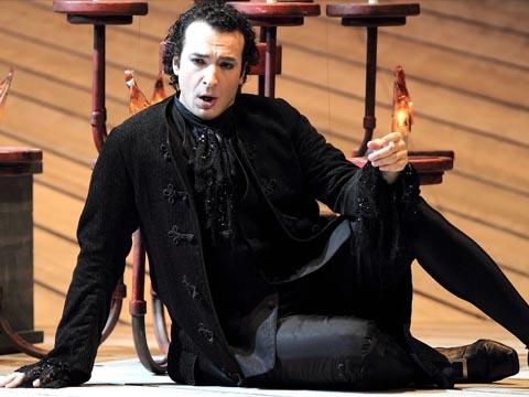 Simone_Alberghini-Opera-Don_Giovanni-2012-Teatro_Carlo_Felice_Genova-TCFG-Wolfgang_Amadeus_Mozart-Elisabetta_Courir-Giovanni_Di_Stefano-Opera_in_streaming-VOD-Streamopera
