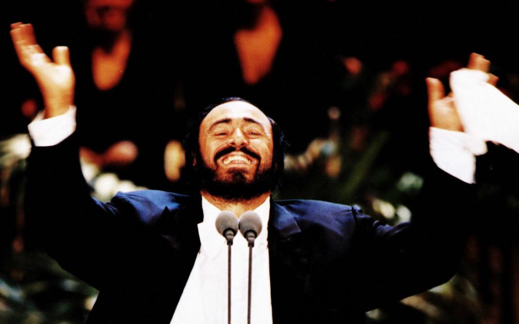 Modena riabbraccia Pavarotti con un concerto in piazza Grande