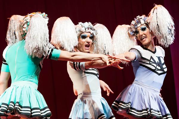 Milano, Priscilla la Regina del Deserto il musical. Foto scena © Cristian Castelnuovo